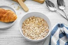 Oatmeal Nutritious para o pequeno almoço fotos de stock royalty free
