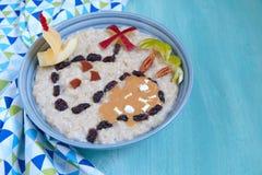 Oatmeal owsianka dekorująca z skarb mapą zdjęcie stock