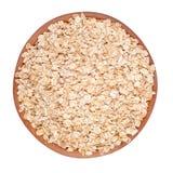 Oatmeal płatki w drewnianym pucharze na białym tle Obrazy Royalty Free