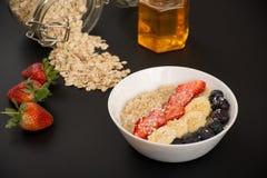 Oatmeal para o pequeno almoço Imagens de Stock