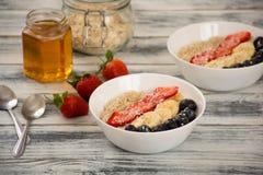 Oatmeal para o pequeno almoço Imagem de Stock Royalty Free