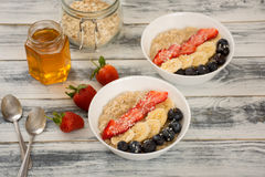 Oatmeal para o pequeno almoço Fotografia de Stock