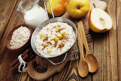 Oatmeal with pear and cinnamon Royalty Free Stock Photos