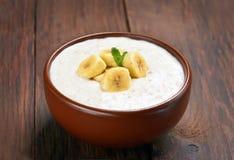 Oatmeal porridge with bananas slices Royalty Free Stock Photos
