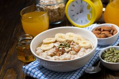 Free Oatmeal With Banana, Honey And Nuts For Breakfast, Top View Royalty Free Stock Photos - 127706998