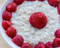 Oatmeal z truskawkami Fotografia Stock