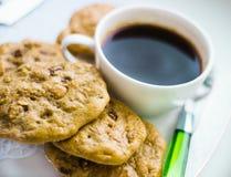 Oatmealkakor och kaffe Royaltyfri Bild