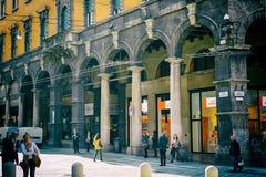 Oavkortad dag för självständighetgata med folk, Bologna, Italien Royaltyfria Foton