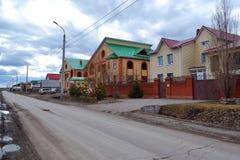 Oavslutade stugor i stugabosättningen Tyumen Ryssland Arkivfoton