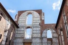 Oavslutade väggar nära Siena Cathedral Duomo di Siena Arkivbild