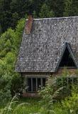 oavslutat övergivet hus royaltyfria foton