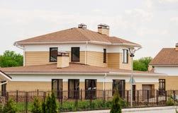 Oavslutat europeiskt hus av tegelsten, fortfarande under konstruktion royaltyfria foton