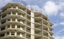 Oavslutat gjuta-betong hus royaltyfri foto