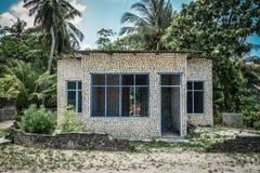 Oavslutat hus i den maldiviska byn arkivfoton