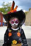 Oaxaca, 31 Mexico-Oktober, een 2016-jong meisje kleedde zich omhoog voor dag van de doden Stock Foto's