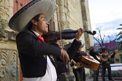 Oaxaca, Mexiko 3. November 2016: Mariachi versehen mit einem Band stockfoto