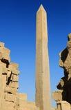 Obélisque dans le temple de Karnak Photographie stock libre de droits