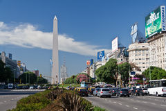 Obélisque et 9 de Julio Avenue à Buenos Aires Photographie stock libre de droits