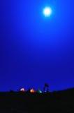 Obóz pod blaskiem księżyca Zdjęcie Royalty Free