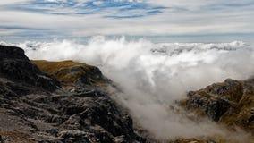 Obłoczna inwersja, góra Arthur, Kahurangi park narodowy, Nowa Zelandia zdjęcie royalty free