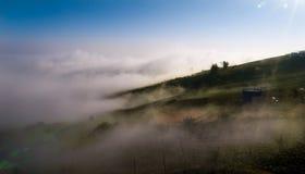 Obłoczna mgły góra Zdjęcie Royalty Free