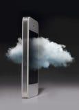 Obłoczna oblicza technologia z smartphone odizolowywającym na zmroku plecy Zdjęcia Royalty Free