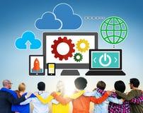 Obłocznej przechowywanie danych bazy danych technologii Online pojęcie Obrazy Royalty Free