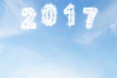 Obłoczny kształt liczba 2017 na niebieskim niebie Obraz Royalty Free
