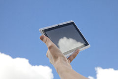 Obłoczny networking ściąganie Od Obłocznego iPad Zdjęcia Royalty Free
