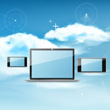 Obłoczny oblicza pojęcie na różnych urządzeniach elektronicznych Obraz Stock