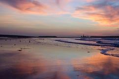 Obłoczny odruch na piasku przy plażą Obraz Royalty Free