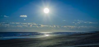 obłoczna oceanu nieba widok woda Obraz Royalty Free