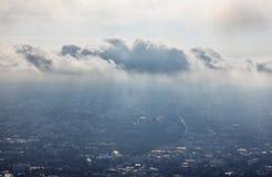 Obłocznej pokrywy miasto Obraz Royalty Free