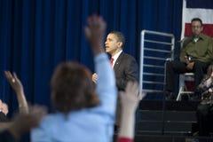 Obama beantwortet Fragen Stockfotos
