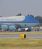 Obama Boarding Air Force ONe Royalty Free Stock Photos