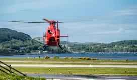 Oban苏格兰- 2017年5月17日:开始红色的救护机飞行回到爱尔兰 免版税库存图片