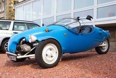 Oban, Regno Unito - 20 febbraio 2010: Automobile con tre ruote all'aperto Automobile del corredo sulla terra della ghiaia blackja Fotografia Stock Libera da Diritti