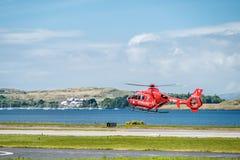 Oban Szkocja, Maj 17 2017 -: Czerwona Lotnicza karetka zaczyna latać z powrotem Irlandia Zdjęcie Royalty Free