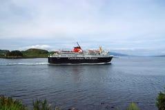 Oban Zjednoczone Królestwo, Luty, - 20, 2010: Wakacyjny statek żegluje wzdłuż dennego wybrzeża rejsu liniowa w morzu Rejsu miejsc zdjęcia royalty free