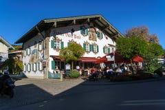 Obberamergau,德国- 2017年10月15日:传统家与 免版税库存图片