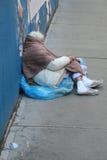 Obdachlose Frau auf NYC-Straßen stockfoto