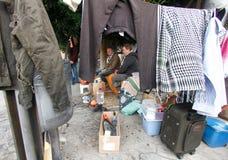 Obdachlose Männer, die ihr Frühstück nehmen Lizenzfreie Stockfotos