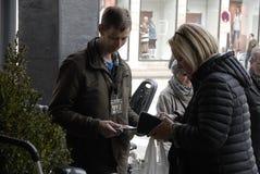 OBDACHLOSE ZEITSCHRIFT HUSFORBI 20 JAHRE JUBILÄUM- Stockfotografie