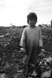 Obdachloser kleiner Junge lizenzfreies stockfoto