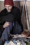 Obdachloser und deprimierter Mann Stockfotos