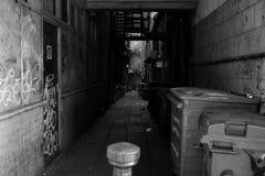 Obdrapana, zaniedbana aleja w Bigg rynku, Newcastle na Tyne fotografia royalty free
