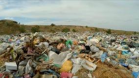 Obehörig förrådsplats utanför staden Fågel`-s-öga sikt stock video