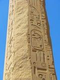 Obelisco con hieroglyphics egipcios antiguos Imagen de archivo libre de regalías