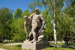 Obelisco conmemorativo de la Segunda Guerra Mundial en Mamayev Kurgan Foto de archivo