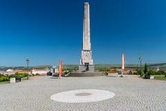 Obelisco de Horea, de Closca y de Crisan en la ciudadela Alba-Carolina en Alba Iulia, Rumania fotografía de archivo